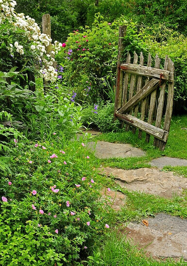 Деревенская садовая дорожка