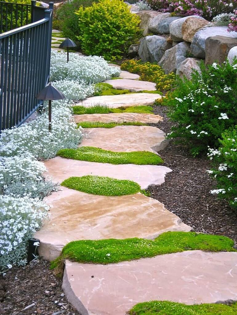 Дорожка из плит природного камня