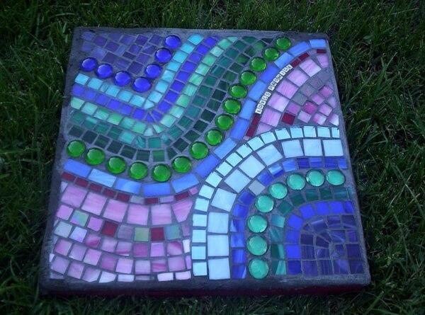 Разноцветные украшения из камней