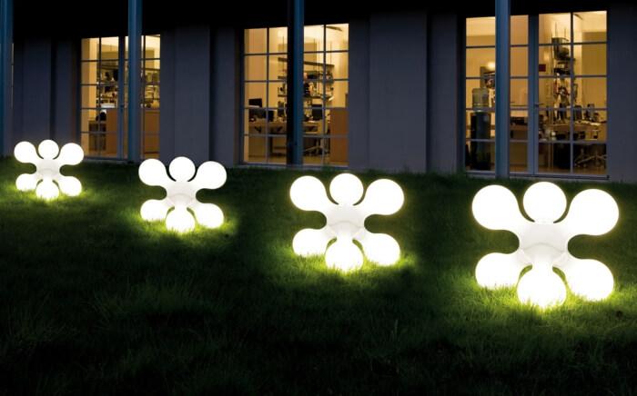 Освещение сада также может быть основным мотивом вашего дизайна