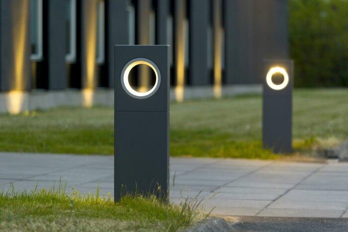 У освещенных тротуаров есть что-то сказочное