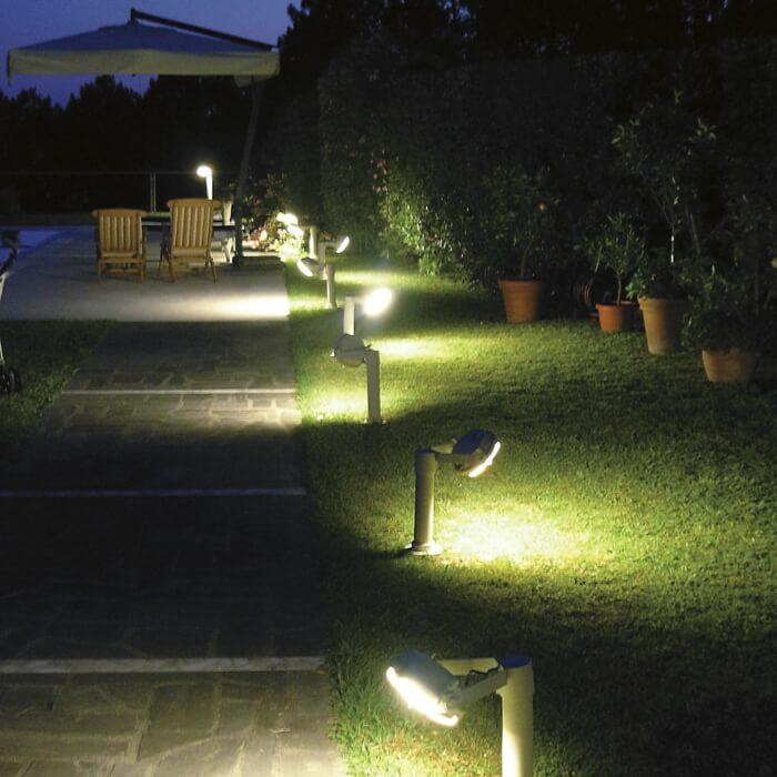 Солнечные светодиодные лампы светятся мягко и создают идиллическую атмосферу