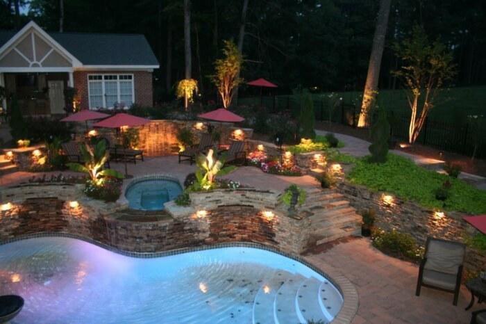 Если у вас большой сад, вы можете осветить несколько областей
