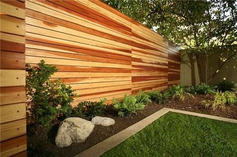 Забор из деревянных блоков