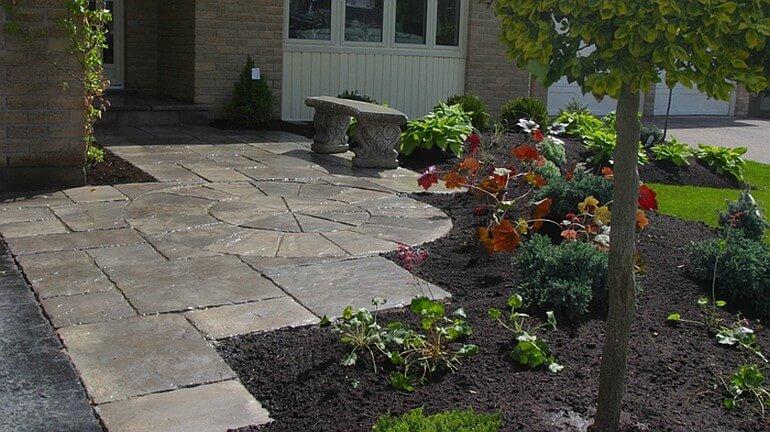 Элегантная садовая дорожка, которая передает стиль сада