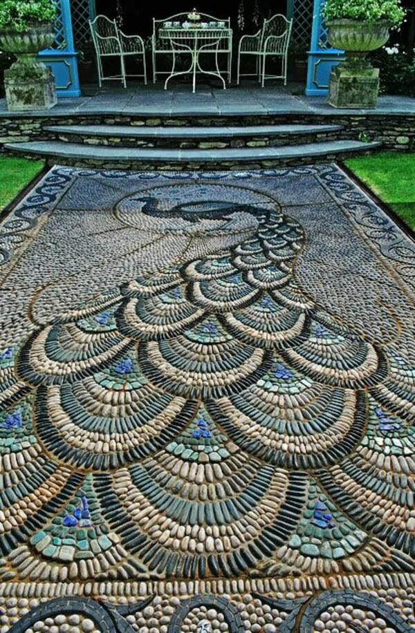 Павлин из мозаики