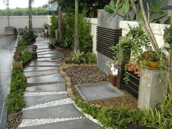 Каменный сад из бетона и гравия