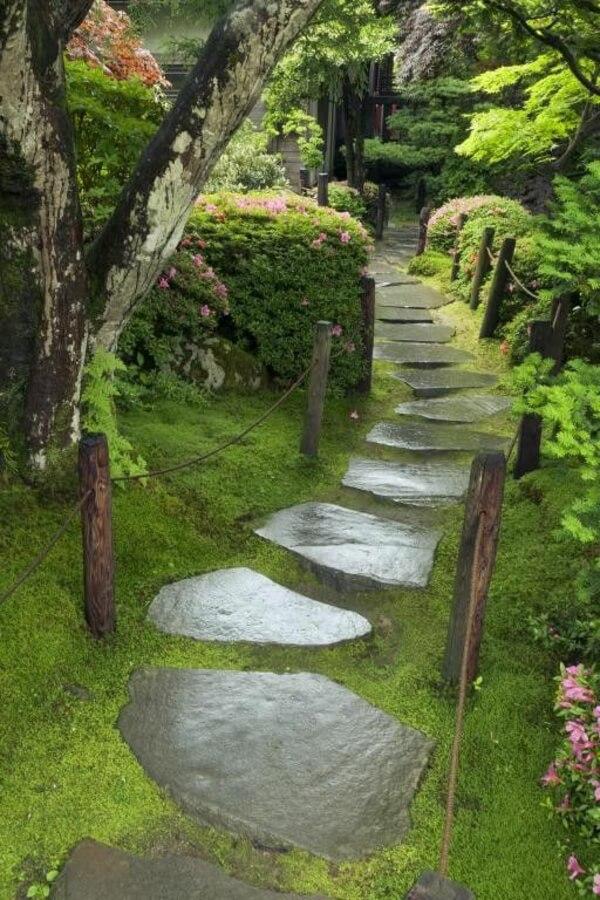 65/5000 Ступени из натуральных каменных плит, выполненные в форме моста