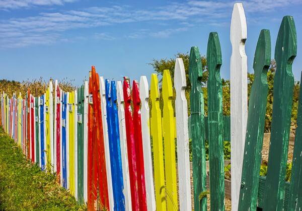 Красочный садовый забор