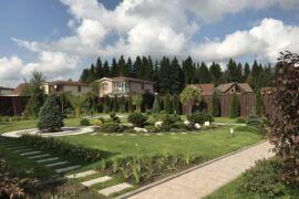 Пример ландшафтного дизайна в Корнево